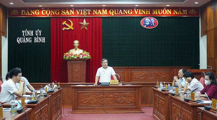 """Quảng Bình: Cột điện mọc giữa đường """"giăng bẫy"""" người dân"""