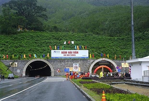 Hầm đường bộ Hải Vân 2 vừa khánh thành đã tính đóng cửa