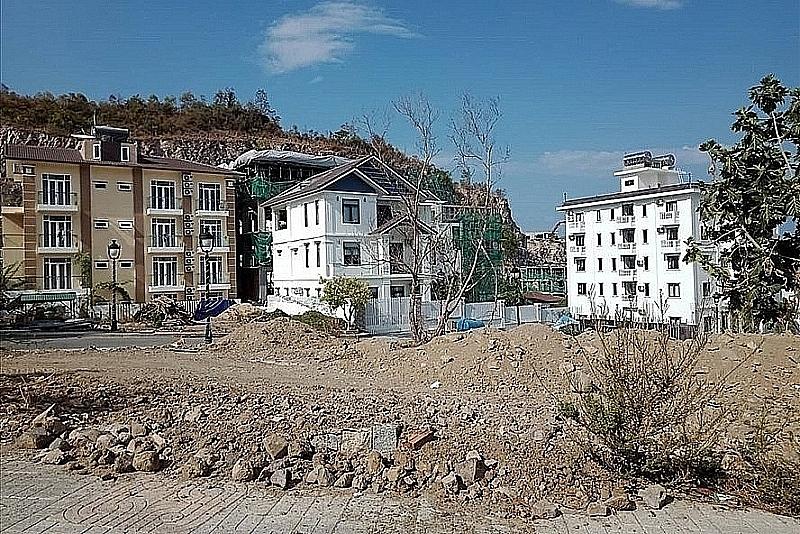Đề nghị tháo dỡ 15 biệt thự xây dựng vượt tầng