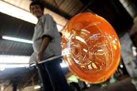 Nghệ nhân thổi thủy tinh như bong bóng