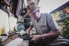 Nghệ nhân làm dép lốp cuối cùng của Hà Nội