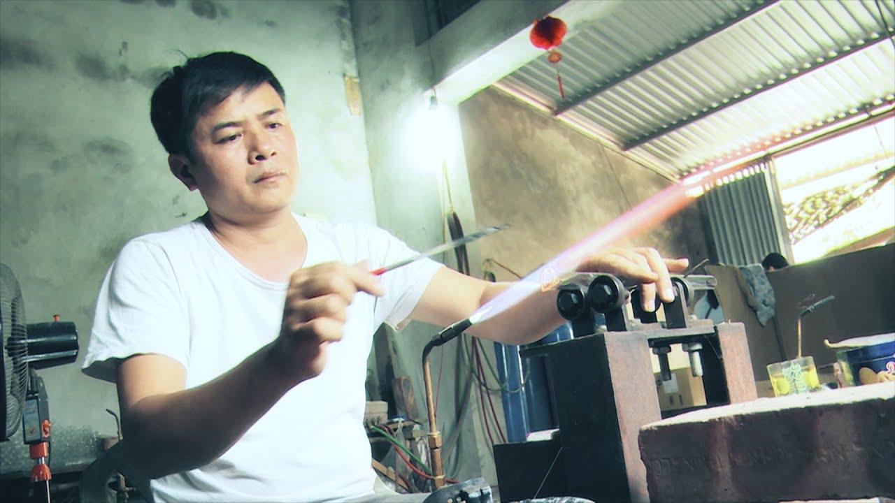 Thổi thủy tinh: Gian nan nghề